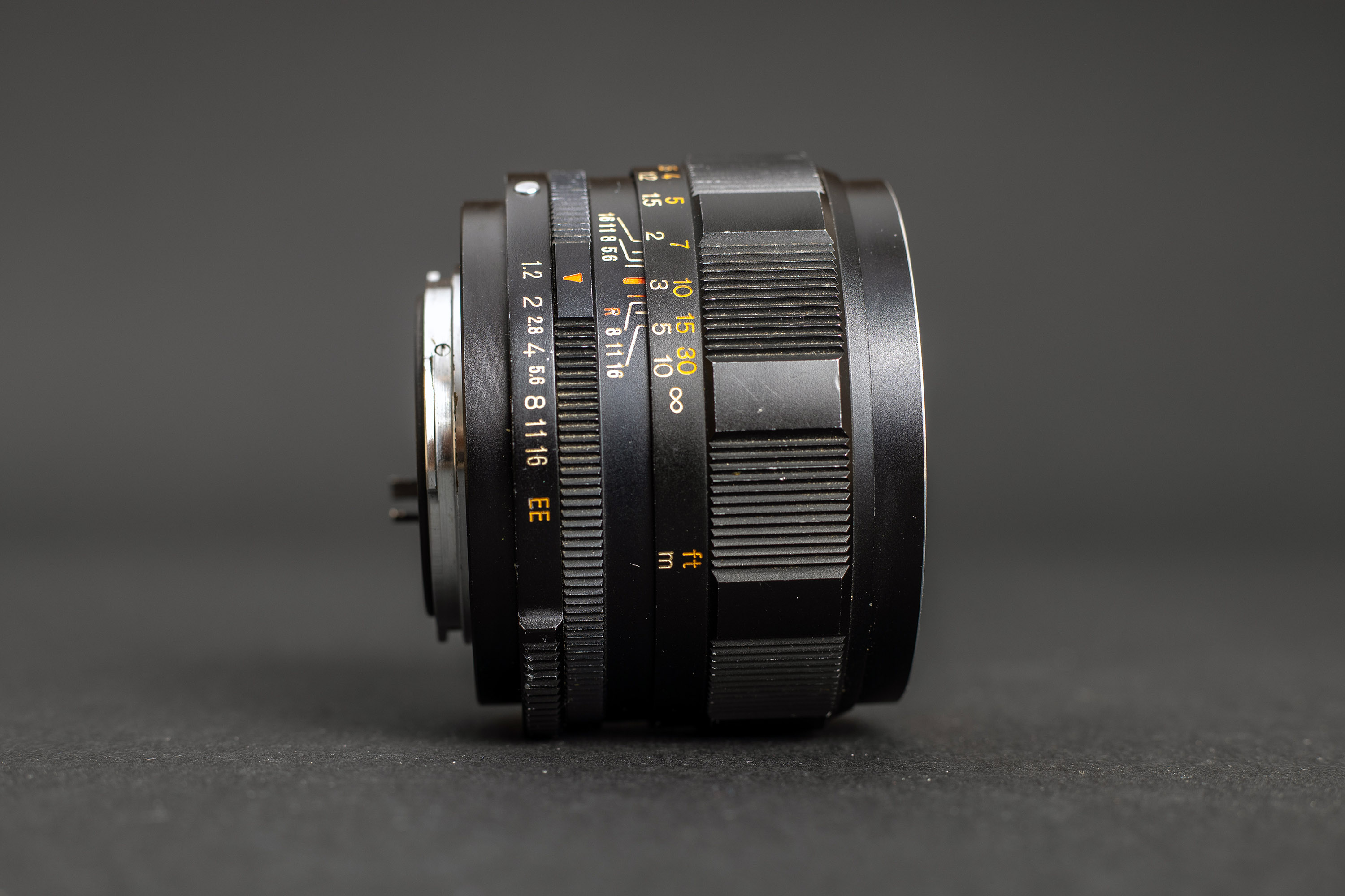 Konica Hexanon AR 57mm f1.2 - Side view