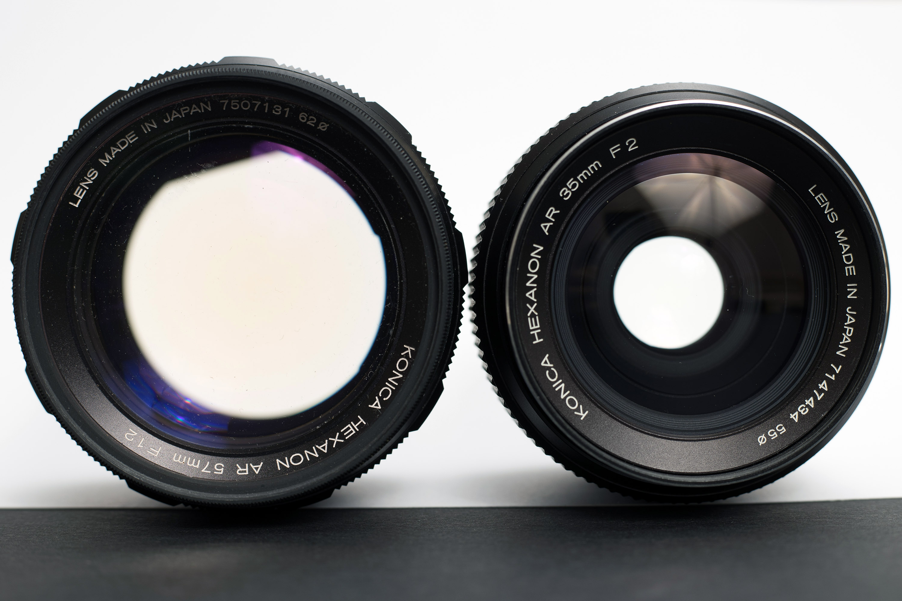 Using white background to see the yellowing of the lens due to radiation
