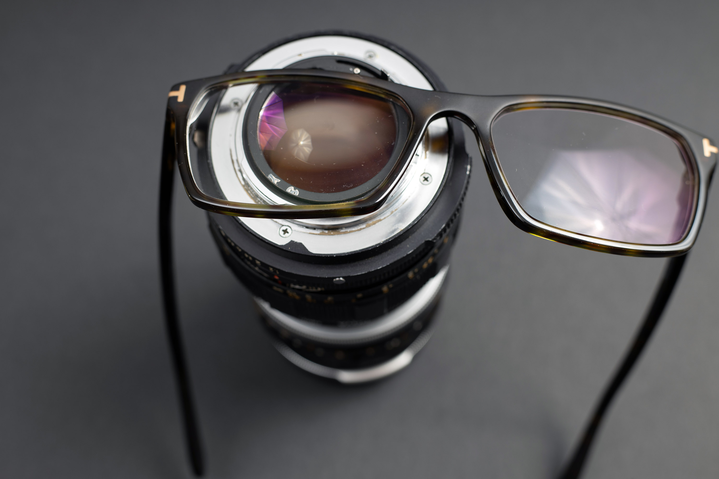Radioactive lens with glasses